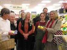 Sue talks to supermarket shoppers about food labelling